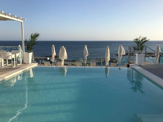 BQ Aguamarina Boutique Hotel: splash pool overlooking the sea