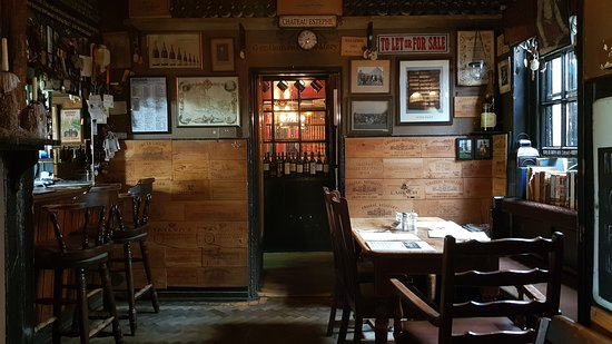 Two  Brewers Pub: Inside