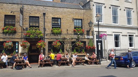 Two  Brewers Pub: Outside