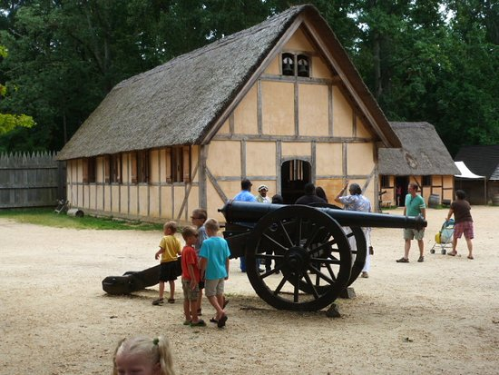 Jamestown Settlement: Cannons protected the settlement