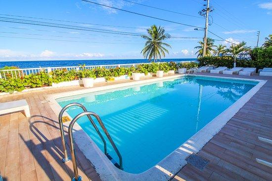 HOTEL BLUE REEF $165 ($̶2̶8̶2̶...