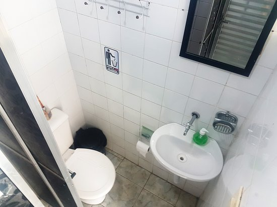 Hotel & Hostel Brás: Banheiro constantemente limpo e organizado