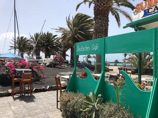 Surf Corner Cafe Bar: Direkt am Fußgängerbereich gelegen