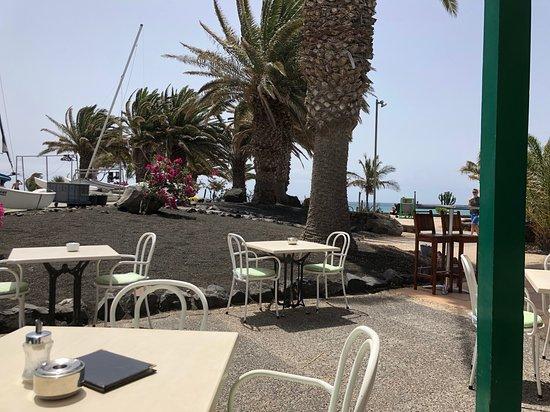 Surf Corner Cafe Bar: Man sitzt sehr schön und windgeschützt