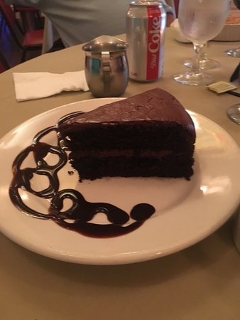 The Gardenville Hotel Bar, Restaurant, & Banquet Facility: Awesome chocolate cake