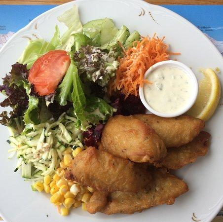 Seerestaurant Beatenbucht: Fischknusperli mit Salat