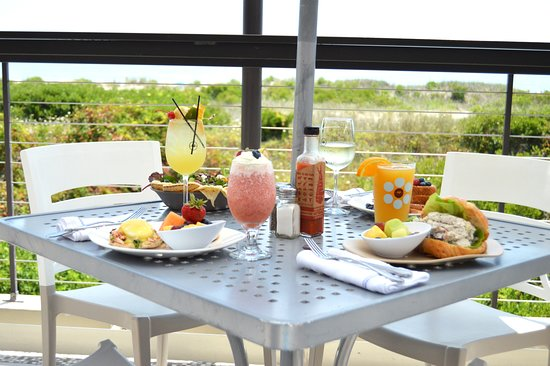Windrift Resort Hotel: Sunday Brunch with a View