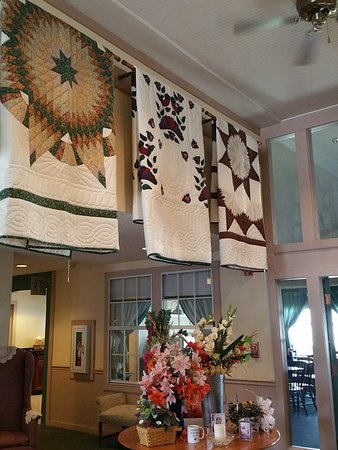 Nappanee, IN: Lobby handmade quilts on display