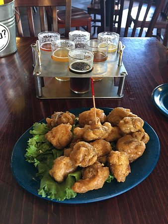 Boulder Dam Brewing Company: Fried mushrooms and beer flight