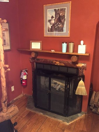 Bar-N-Ranch: fireplace in room with all supplies needed for a great fire!