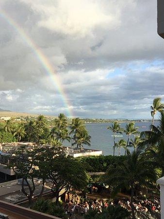 Hyatt Regency Maui Resort and Spa : Mountain/Partial Ocean Room. We enjoyed listening to the Luau each night.