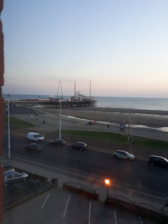 Queens Hotel: The view from one of this hotel's front rooms