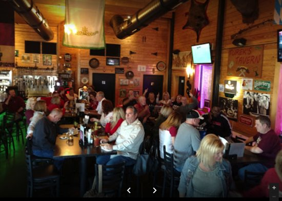 Choctaw, OK: Tavern area enjoying an evening with friends & the Tureks!