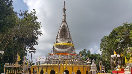 sale retailer 750c7 3e820 Phra Maha Chedi Tripob Trimongkol  One of the must visit temple in Hatyai