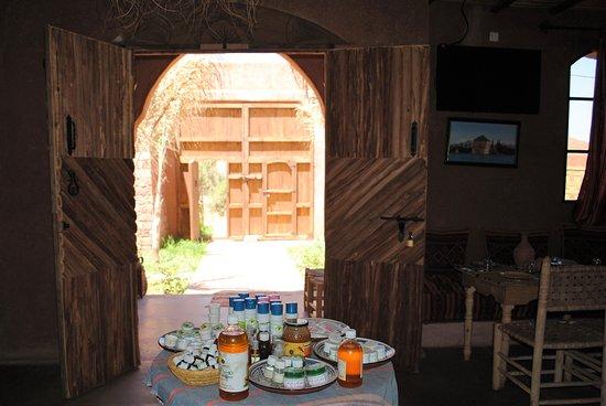 Dar El Fellah: porte en bois faite a la main
