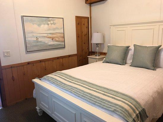 Newport Dunes Waterfront Resort: Bedroom of Beachfront Cottage