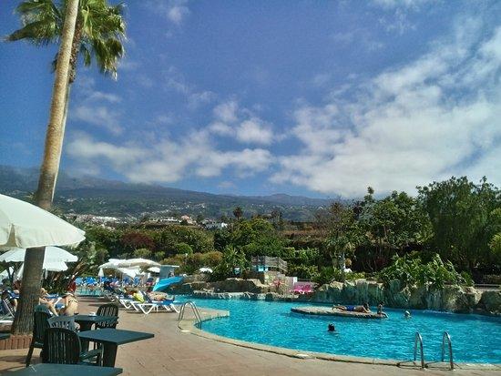 Blue Sea Costa Jardín & Spa: Vistas y piscina