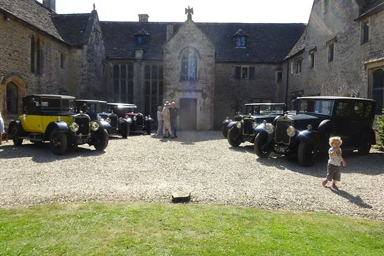 Tetbury, UK: we were on a rally and allowed to park our cars outside the house