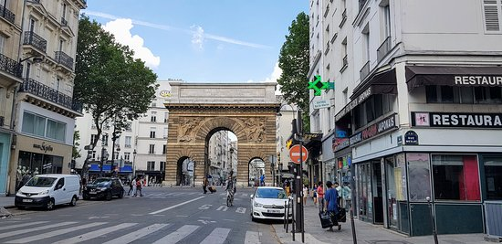 porte saint martin picture of porte saint martin paris tripadvisor. Black Bedroom Furniture Sets. Home Design Ideas