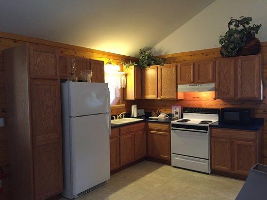 Wisteria Lane Lodging: Midnight Forrest's Kitchen