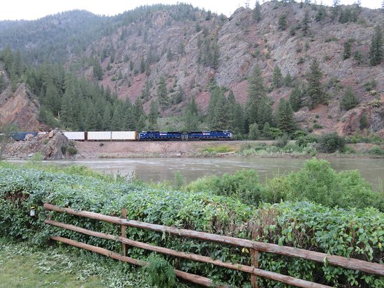 Paradise, MT: Montana Rail Link train just across the river.