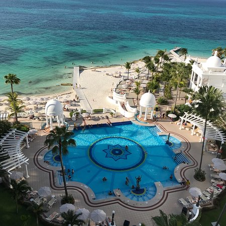 Hotel Riu Palace Las Americas: Fun...start to finish. Great staff,beautiful surroundings and good food. The best of all is the