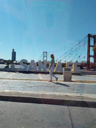 Suspended Bridge: Desde la Avenida Costanera, al fondo la laguna Setúbal y el Puente Colgante