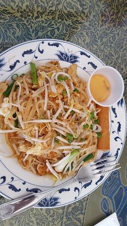 Singha Thai Cuisine: Pad Thai - Presentation changed