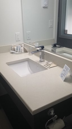 The Inn at Gore Bay: Bathroom sink
