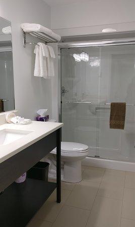 The Inn at Gore Bay Bathroom