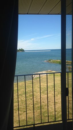 The Inn at Gore Bay: Upper Floor- your private waterfront view from your room