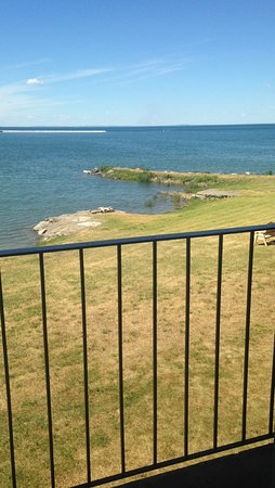 The Inn at Gore Bay: Outside on the balcony