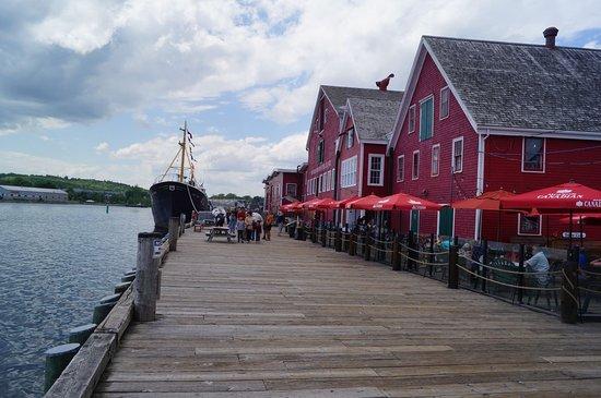 The Old Fish Factory Restaurant: Pour manger sur le port