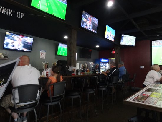 The Gridiron: Long bar - lots of tv's