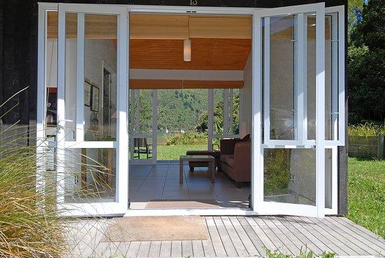 Marlborough Region, New Zealand: Endeavour Suite with sea view