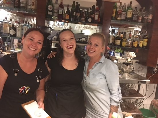 Harry´s Lounge&Kitchen: Dream Team, we are here for you. Marjo, Laura and Stephanie!