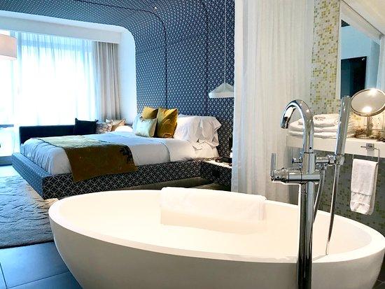 W Bogota: Fantastic Suite Bathroom