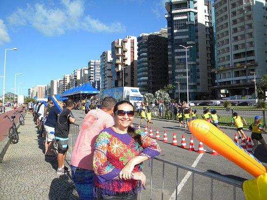 Camburi Beach: assistindo a Maratoninha