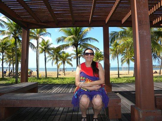 Camburi Beach: Apreciando o vai-e-vem das pessoas