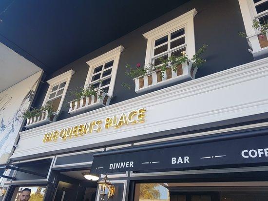 The Queen's Place: Fachada externa
