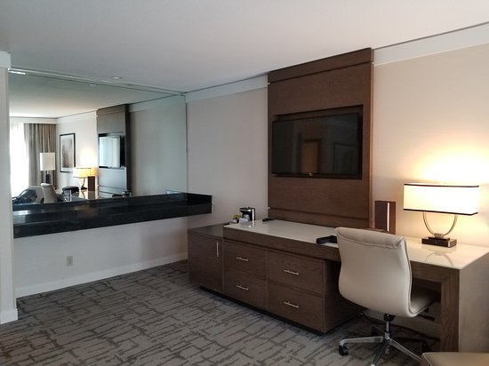 Hotel Karlan San Diego - a DoubleTree by Hilton: Very spacious room