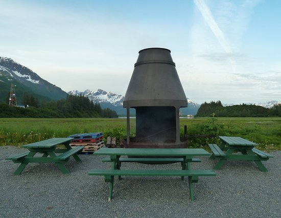 Bayside RV Park: Campground fire pit.
