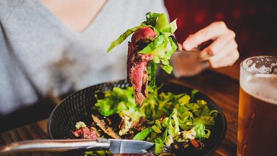 Dillinger's Brasserie & Bar: salad