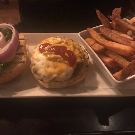 Brewhouse On The Grand: Bruschetta, Brew burger and brew burger with cheese