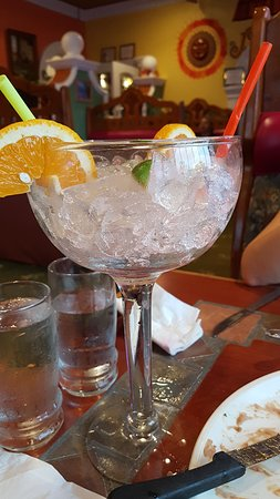 Moreno's: Large amount of ice in the Sangria