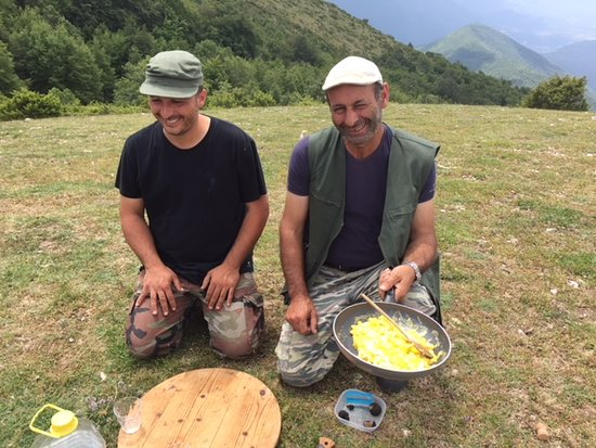 Wild Foods Italy: Alessandro and Luca make omelette with truffles