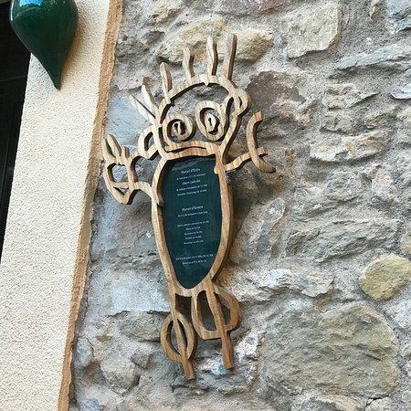 La Pera, Hiszpania: Un indret ideal per pasar hi una bona estona amb familiars o amics  La carta no es extensa però