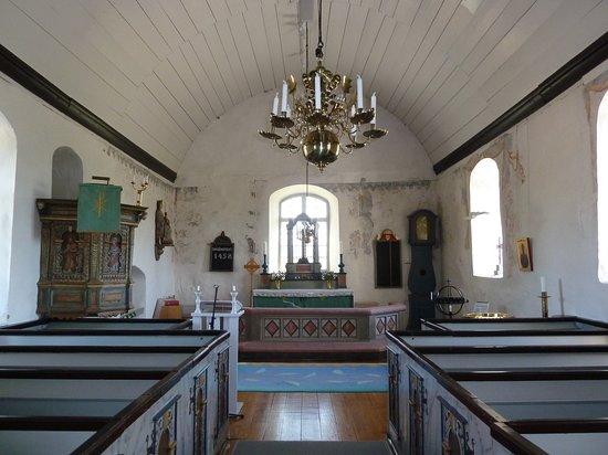 Altare och predikstol i Vittaryds kyrka i Vittaryd