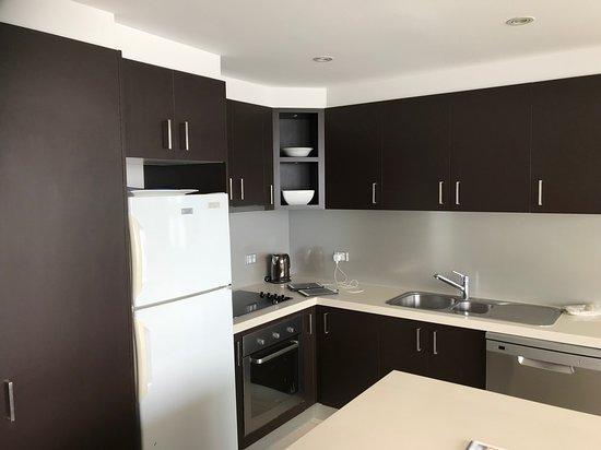 Noosa Harbour Resort : well equipped kitchen