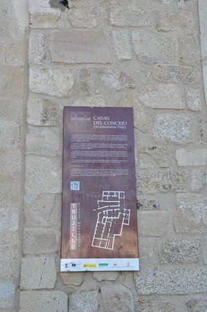 Trujillo, Hiszpania: History tablet on location.
